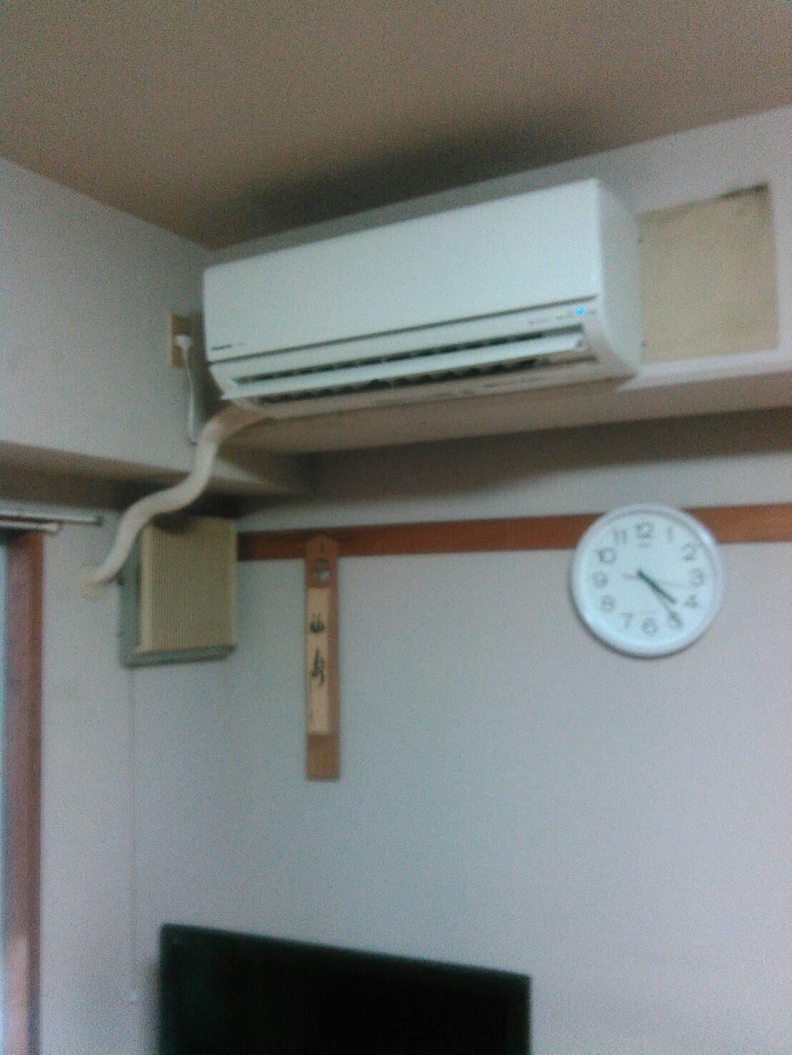 本日のエアコン工事